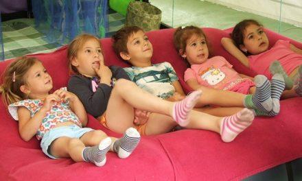 Önkéntes meseolvasók keltik életre a mesehősöket hétvégente a Gyerek Szigeten június 11 és 26 között