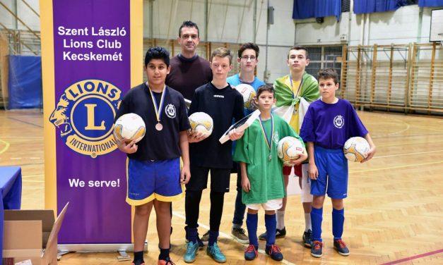 Kassai Viktor szurkolt az SOS-es focicsapatnak