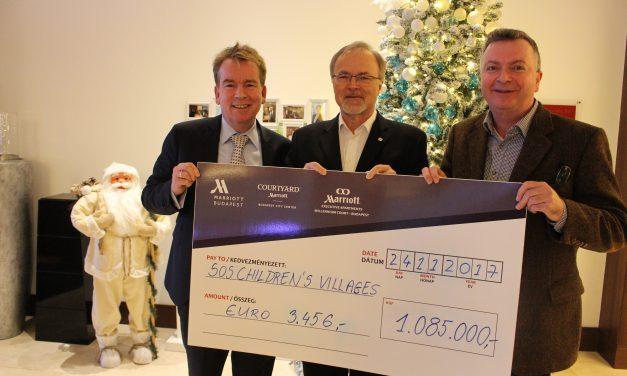 1 millió forint adomány az SOS Gyermekfalvaknak