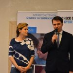 Kétmillió forintot gyűjtöttek a Hotel Azúr vendégei az SOS Gyermekfalvaknak
