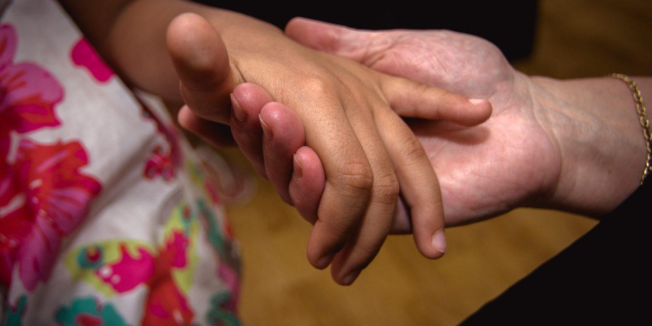 A bántalmazás létező jelenség a gyermekvédelemben is – az SOS Gyermekfalvak beszél róla, tesz ellene